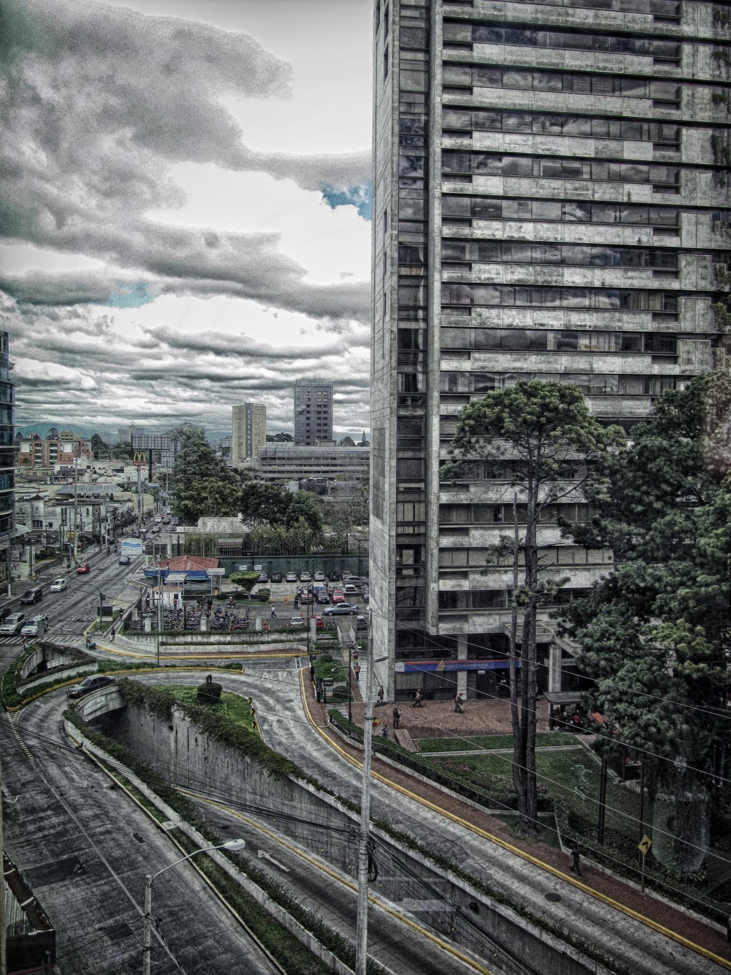 Diagonal 6 y 6a avenida zona 10